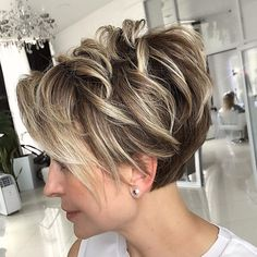 Curly Pixie Hairstyles, Haircuts For Fine Hair, Short Pixie Haircuts, Curly Hair Styles, Shaggy Pixie, Pixie Bob, Pixie Haircut Styles, Stacked Haircuts, Popular Short Hairstyles