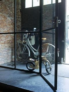 stalen deuren  create an outdoor hall before entering the actual home