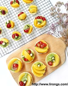 Ok, finally found some time to write about my matcha custard fruit tarts! Actually a lot more recipes that I want to share with ev. Tart Molds, Custard Powder, Custard Filling, Tart Shells, Mini Tart, Fresh Milk, Fruit Tart, Matcha, Nutella