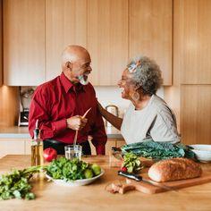 Διατροφή για μακροζωία: 4 στρατηγικές που ακολουθούν οι άνθρωποι που ζουν πολλά χρόνια Nutrition Tracker, Nutrition Tips, Health And Nutrition, Health And Wellness, Health Goals, Heart Care, Vegan News, Fatty Fish, Good Health Tips