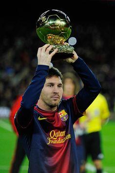 Lionel Messi go sit back down ronaldo