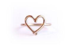 Anel Coração / Heart Ring - Feito em ouro, é a delicadeza em formato de coração.  #joiasliê