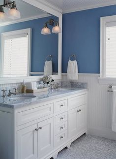 Blue and white are a match made in heaven use mirrors and natural stone surfaces to create a lovely décor effect perfect in bathrooms.