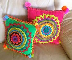 Crochet knitting ideas to decorate our home – - Stricken Ideen Crochet Cushion Cover, Diy Cushion, Crochet Cushions, Cushion Covers, Mandala Motif, Mandala Au Crochet, Crochet Home, Cute Crochet, Crochet Dolls