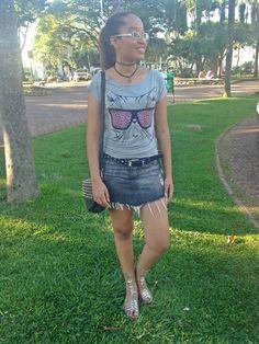 Look: Saia Jeans + T-shirt + Tattoo Choker.