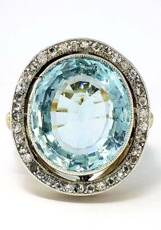 Shimmering Aquamarine and Diamond Halo Art Deco Ring Bijoux Art Deco, Art Deco Jewelry, I Love Jewelry, Jewelry Rings, Fine Jewelry, Jewlery, Antique Jewelry, Vintage Jewelry, Vintage Rings