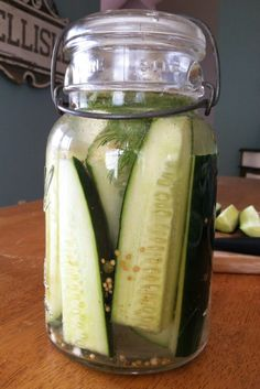 Ridiculously Easy Homemade Dill Pickles