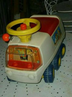 Fisher Price camion porteur - I had so much fun with him. I remember exploring the world! Vintage Toys 80s, 70s Toys, Retro Toys, Retro Vintage, Vintage Style, Jouets Fisher Price, Fisher Price Toys, Vintage Fisher Price, Childhood Toys
