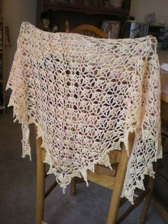 Persephone shawl on Ravelry, gorgeous, crocheted, free, using lace weight yarn <3