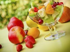Fruit and Veggie Smoothies Delicious Smoothies Easy Smoothies Volume 1 Best Fruits, Healthy Fruits, Healthy Drinks, Healthy Eating, Healthy Tips, Healthy Food, Veggie Smoothies, Yummy Smoothies, Fruits For Glowing Skin