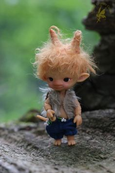 Tiny troll feet & wee jointed tails in the forest (Kralingse Bos, Rotterdam… Cute Fantasy Creatures, Magical Creatures, Kobold, Elves And Fairies, Fairy Figurines, Baby Fairy, Doll Wigs, Polymer Clay Dolls, Paperclay