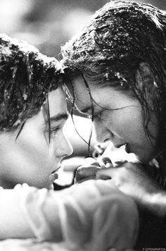 "Titanic - 1997 - Jack (Leonardo DiCaprio)  : ""N'abandonne jamais"". Rose (Kate Winslet) : ""Je n'abandonnerai jamais Jack... Je n'abandonnerai jamais."""
