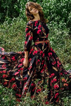 Woodstock Floral Maxi Dress with a flowing, full-length skirt, romantic red floral print and blouson sleeves by Yumi Kim. Floral Maxi Dress, Boho Dress, Dress Skirt, Dress Up, Bohemian Outfit, Modest Dresses, Modest Outfits, Summer Dresses, Outfit Summer