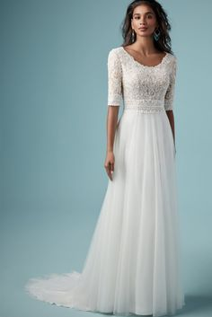 na praia roupa MONARCH LEIGH by Maggie Sottero Wedding Dresses Modest and boho for the stylish and coy bride. Maggie Sottero Wedding Dresses, Classic Wedding Dress, Wedding Dress Trends, Modest Wedding Dresses, Designer Wedding Dresses, Bridal Dresses, Wedding Gowns, Dresses Dresses, Wedding Wear