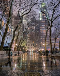 Bryant Park During the Rain - Magical New York in the Fog - New York at Night - New York City Photography Night Aesthetic, City Aesthetic, Ville New York, Voyage New York, City Wallpaper, Iphone Wallpaper Nyc, Bryant Park, Night City, City Photography