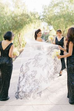 Photography : Jana Williams Photography | Wedding Dress : Vera Wang Read More on SMP: http://www.stylemepretty.com/california-weddings/santa-susana/2015/06/01/elegant-hummingbird-nest-ranch-wedding/