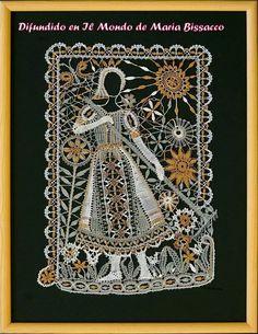 예전에 퀼트전시회를 갔었는데 눈에 익숙한 패턴들이 연결된 퀼트작품들 사이로 동화의 한장면을 따온 그런 작품을 본 적이 있었어요..동화퀼트~~구나..라고 생각하고 말았는데 이런 이야... Bobbin Lacemaking, Lace Art, Bobbin Lace Patterns, Lace Jewelry, Needle Lace, Lace Making, Textile Art, Lace Detail, Fiber Art