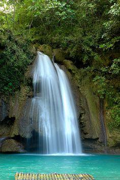 Kawasan falls found in Cebu, Philippines... ^_~