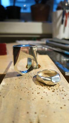 Solid sterling silver, oh yeeeaah! Rings For Men, Carving, Sterling Silver, Studio, Jewelry, Rings, Joinery, Jewellery Making, Men Rings