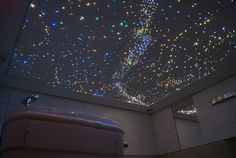 Sterrenhemel Verlichting Plafond LED glasvezel Star Ceiling fiber optic badkamer Sauna ledstrips verlichting plafond luxe mooie design spa wellness resort : Mediterrane badkamers van Hemelplafond