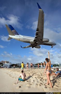 United Airlines N14731 aircraft at Sint Maarten - Princess Juliana Intl photo