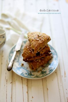 Scones with date and chocolate
