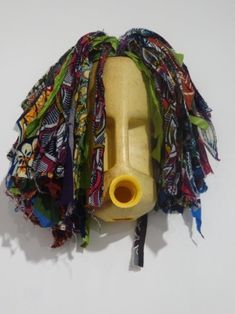 25 New Ideas Diy Garden Sculpture Plastic Bottles Plastic Bottle Planter, Plastic Bottle Crafts, Plastic Art, Recycle Plastic Bottles, Diy Beauty Blender, Trash Art, Crafts For Seniors, Art Diary, Diy Arts And Crafts