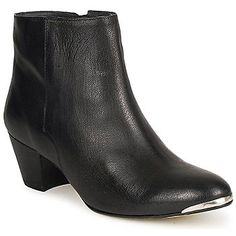 Have you ever seen a low boot that is both chic and stylish ? The answer is no, unless it is designed by Jonak ! This models silky smooth upper and metal detail on the front of the toe adds to the style factor. A guaranteed gram - rock look ! - Colour : Black - Shoes Women £ 87.70