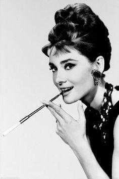 Audry fumando