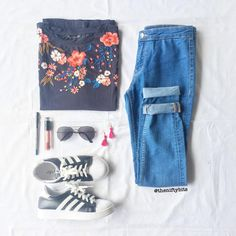 """Such a cute outfit for the summer. The floral patchwork top is so cute. Tassel earrings + Patchwork is on trend. 138 Likes, 14 Comments - Nifty Bits (@theniftybits) on Instagram: """"Loving the floral print in this tee. 😍🌸 Reposting because I forgot to add my watermark! 🙈 Top: Next…"""""""
