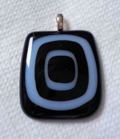 Black and white fused glass pendant Glass Pendants, Fused Glass, Flask, Black And White, How To Make, Jewelry, Blanco Y Negro, Jewels, Schmuck