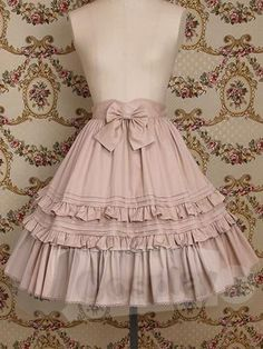 This would be the perfect skirt to go with my perfect little summer floral shoes. :)