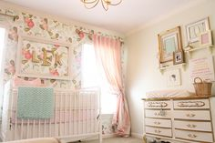 The gold accents make this vintage chic #nursery a homerun!