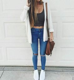 #jeans #summer #spring #top #crop #sweater #cute #blue #black #sneakers #casual #outfit #fahion #moda