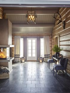Log home decorating Cabin Lighting, Log Home Decorating, Log Cabin Homes, Cabin Interiors, Cottage Design, House In The Woods, Home Staging, Interior Design, Inspiration