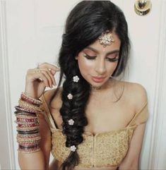 10 Most Amazing Wedding Hairstyles To Look Stunning During Your Weddings Indian Party Hairstyles, Mehndi Hairstyles, Baddie Hairstyles, Trendy Hairstyles, Braided Hairstyles, Punjabi Hairstyles, Arabic Hairstyles, Bollywood Hairstyles, Hairstyles Videos
