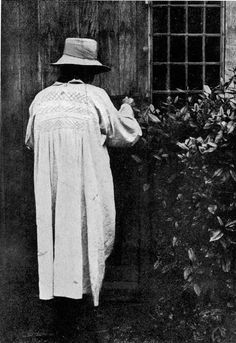 Gertrude Jekyll, Old West Surrey, Image scan by George P. Landow, The Victorian Web. Old Photos, Vintage Photos, Beautiful Women Over 50, Vintage Gardening, Garden Animals, Photographs Of People, English Style, Old West, Simple Style
