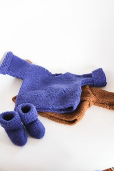 Layette : ensemble pull et chaussons assortis