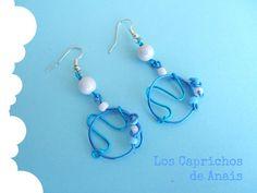 Pendientes hechos a mano con aluminio en dos colores con adornado con rocaya o granito y abalorio. #Earrings, #Pendientes