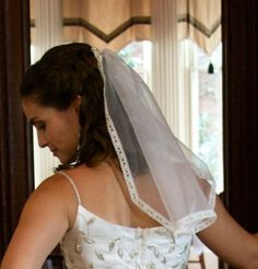 We show you how make your own mantilla veil in eight steps. Or, in this case, a mini mantilla veil. But the instructions would be the same for both. Check it out!