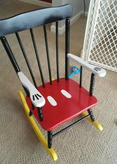 Disney Ideas Turn a little old rocking chair into a Mickey chair with just a little bit of paint.Turn a little old rocking chair into a Mickey chair with just a little bit of paint. Disney Home Decor, Disney Crafts, Painted Chairs, Painted Furniture, Bedroom Furniture, Chalk Paint Chairs, Furniture Design, Painted Tables, Decoupage Furniture