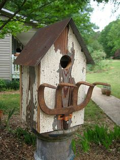 Pitch fork perch birdhouse - Wing Ding Construction