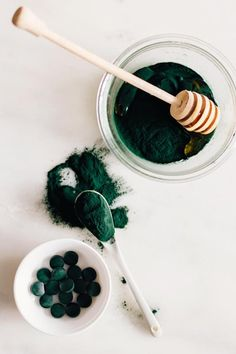 Layered Coconut Spirulina Chia Pudding Get brighter skin with this spirulina face mask recipe. The superfood of all superfoods, spirulina fights free radicals and fine [. Beauty Care, Diy Beauty, Beauty Hacks, Beauty Advice, Homemade Beauty, Face Beauty, Clean Beauty, Beauty Secrets, Beauty Skin