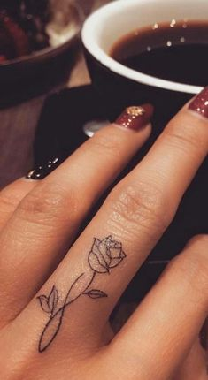 95 finger tattoos for inspiration - Tattoos - tattoos Finger Tattoo Designs, Finger Tattoo For Women, Meaningful Tattoos For Women, Flower Finger Tattoos, Rose Tattoo On Finger, Hand Tattoos For Women, Flower Tattoo On Hand, Small Tattoos On Hand, Tattoo Hand