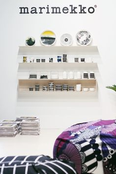 these shelves would be fabulous in a kid's room.... Mmmm
