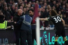 West Ham fans invade pitch, confront players and call for board to quit during Burnley gamehttps://www.highlightstore.info/2018/03/11/west-ham-fans-invade-pitch-confront-players-and-call-for-board-to-quit-during-burnley-game/