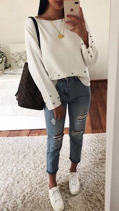 New Sneakers Outfit Spring Casual Boyfriend Jeans 35 Ideas Boyfriend Jeans Outfit, Outfit Jeans, Sweater Outfits, White Sweater Outfit, Jeans Dress, Pink Sweater, Denim Pants, Mode Outfits, Jean Outfits