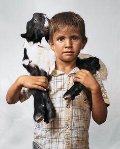 Onde as crianças dormem ao redor do mundo. Bilal com 6 anos. Vive em Wadi Abu Hindi na Cisjordânia.