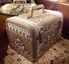 Vintage train case painted decoupage wedding luggage-would be perfect as a card holder too! Painted Suitcase, Suitcase Decor, Decoupage Suitcase, Decoupage Vintage, Vintage Suitcases, Vintage Luggage, Vintage Decor, Vintage Items, Old Luggage