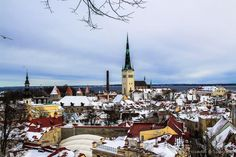 Tallin, una impresionante ciudad medieval en Estonia http://www.viajeroscallejeros.com/que-ver-en-tallin…